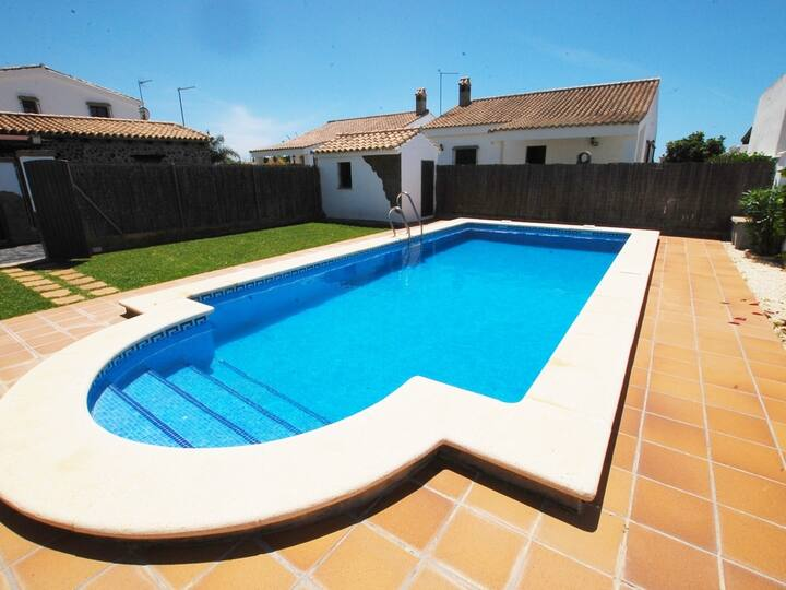 Houses with pool in Roches at 1500 m. of the beach