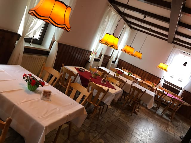Gasthaus Lindenhof Restaurant Bar Pension Festsaal