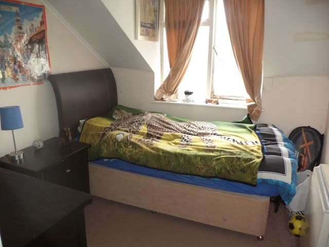 Cosy room in central flat - Folkestone - Apartment