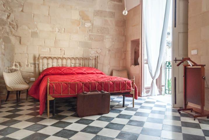 Donna Adelaide - Lecce Centro Storico