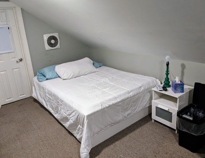 KU Med/Westport/Plaza - Shared Loft - Double Bed