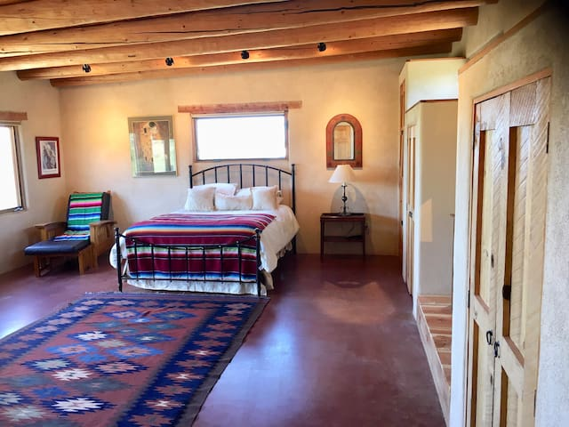 Unwind and enjoy TAOS: stay at Seco Splendor