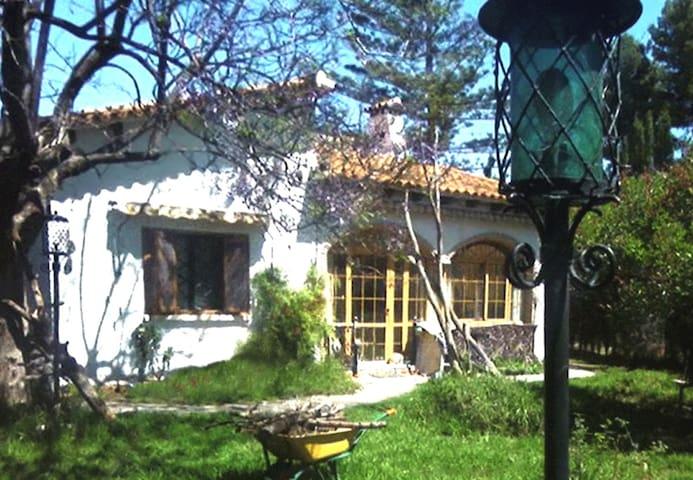 Acogedora casa con jardín en zona L'Eliana - Montesano