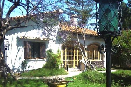 Acogedora casa con jardín en zona L'Eliana - Montesano - Hus