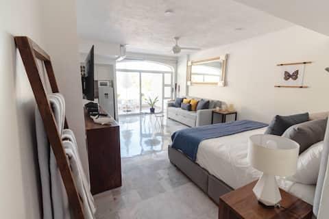 Best of Manzanillo Oceanview, Beachfront & Pool