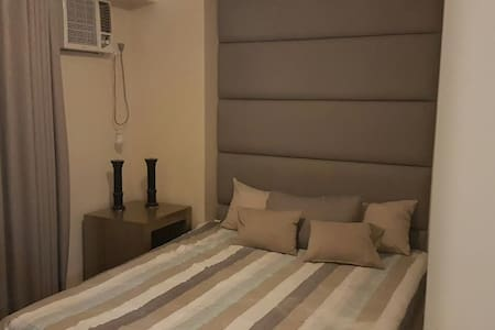 2 br condo fully furnished wifi - 奎松城 - 公寓