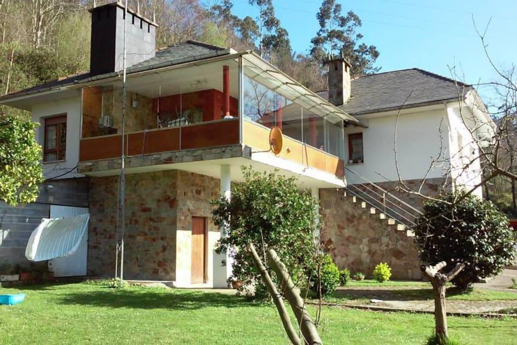 Preciosa casa con jardin y barbacoa maisons louer for Casa jardin asturias