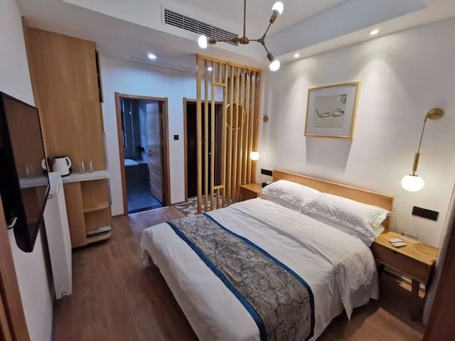 A101双人床单间、电动窗帘、连户外天井