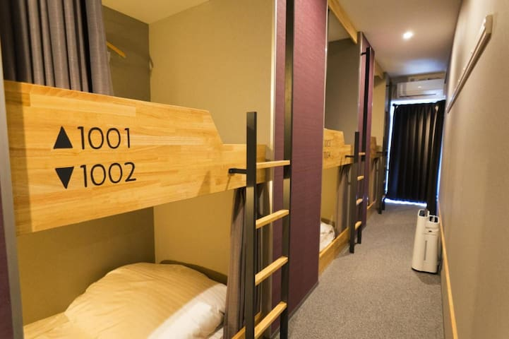 [Mixed Dormitory] 5mins from Shintomicho Sta.on foot/Strolling around Ginza&Tsukiji/6Pax/FreeWifi