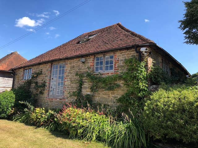Two bed cottage perfect for Goodwood & Cowdray