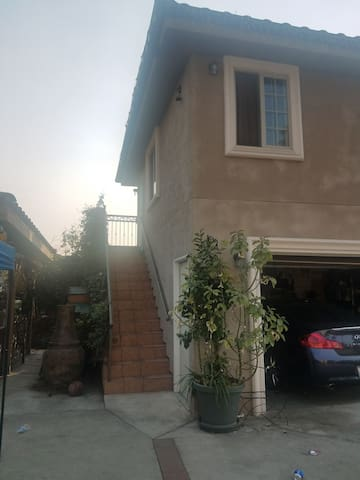 Spacious Private Pasadena Apt- walk to Rose Bowl