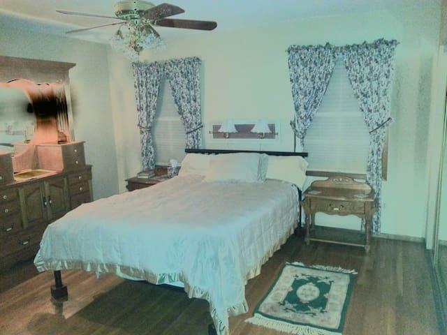 Spa like quiet suite by LBG -private entrance