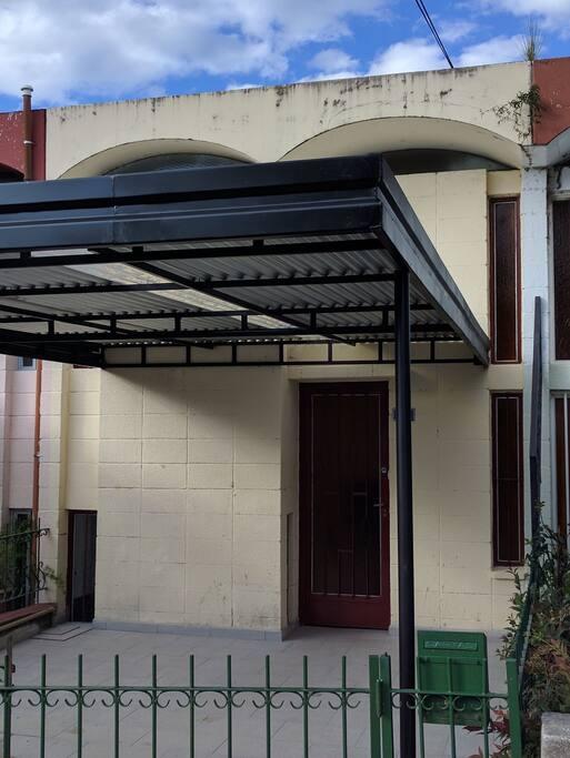 Renovado duplex c ntrico con garage appartements louer for Duplex con garage