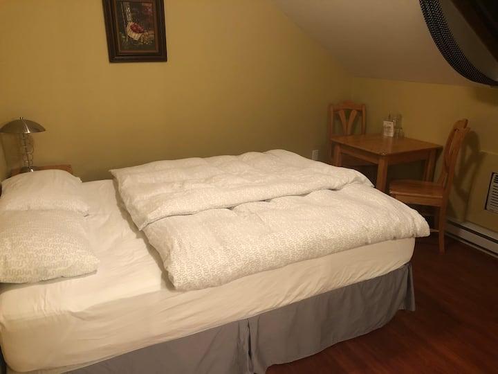 Regular Double Bedroom #1 @ Crowsnest Vineyards