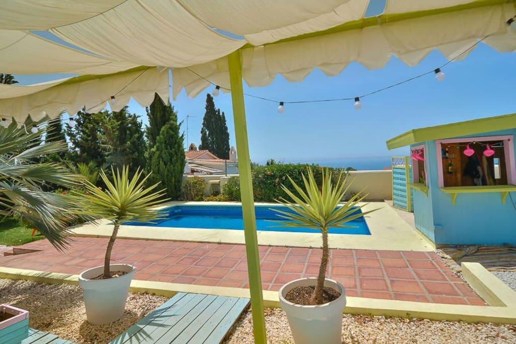 Habitacion privada con piscina sauna y wifi chalets en for Habitacion con piscina privada madrid