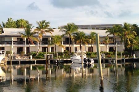 Oceans Edge Studio - Turtle Cove Hotel - Providenciales