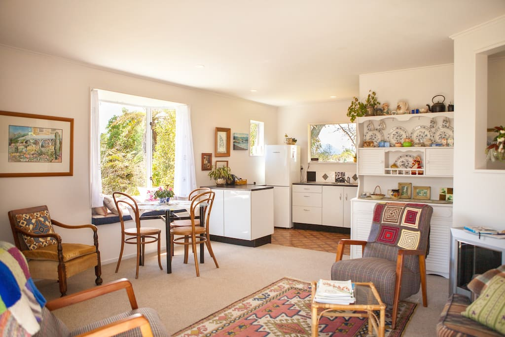 sunny kitchen, dining and lounge room. Bay window seat makes a pleasant place to enjoy the sun whilst having breakfast