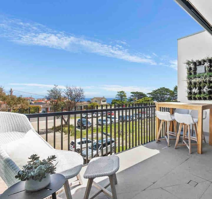 "Mornington Main Street ""Coastal luxe with View"""