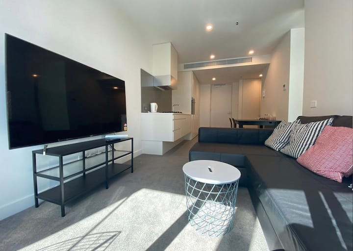 Private Bedroom in stylish flat + Great Location