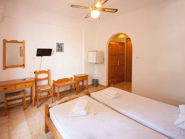 TWIN ROOM - Skiathos - Pension