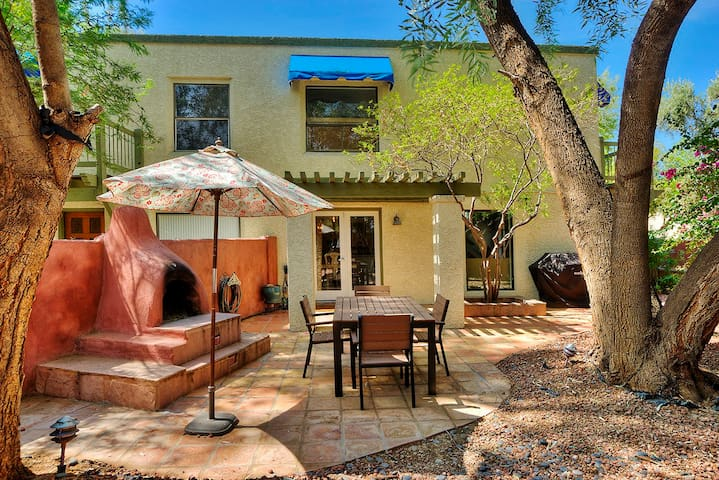 2BR Ahwatukee Home w/ Backyard & Outdoor Fireplace