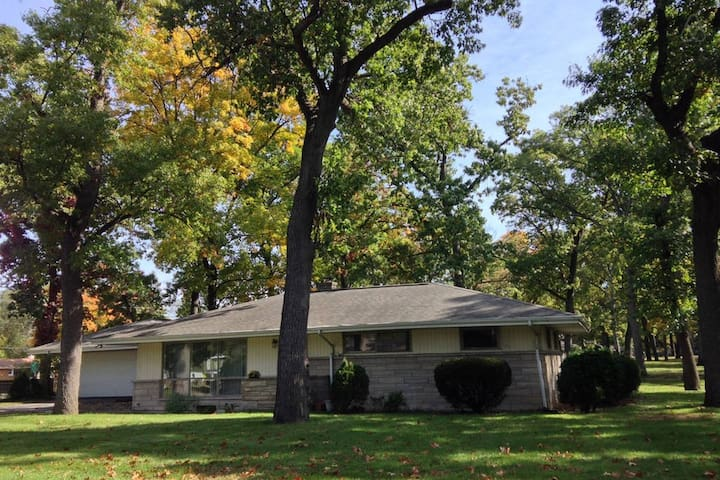 2BR Vacation Rental near Notre Dame - South Bend - House