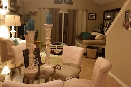 Charming Master Bedroom and Bath... - Arroyo Grande - Bed & Breakfast