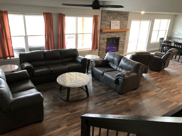 Come Enjoy Lake Life in a Beautiful new 6 BR!