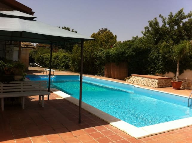 Villa with pool and garden, relaxation guaranteed - Canicattini Bagni - Villa