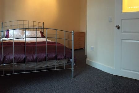 Samuel Rooms (En-Suite) with Private Bathroom - Crewe