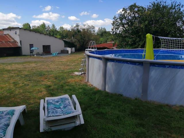 Gite cosy au calme, Jardin et piscine privée