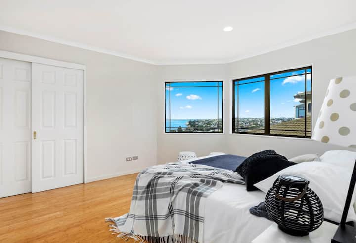 Browns Bay Queen Room with Sea View
