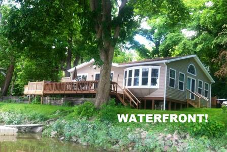 Waterfront 3 Bedroom Cottage With Kayaks & Canoe!