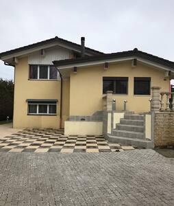 Chambre familiale dans magnifique villa - Bossonnens - Rumah