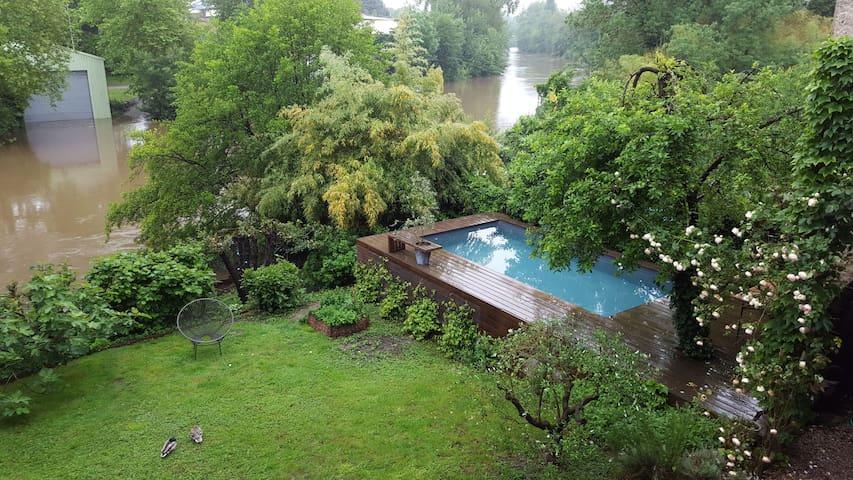 Castres : maison de charme au bord de la rivière