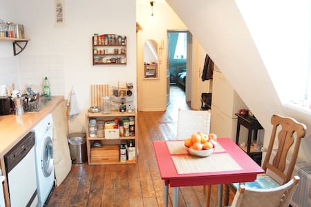 Apartment in the lovely Altstadt - Colonia - Bed & Breakfast