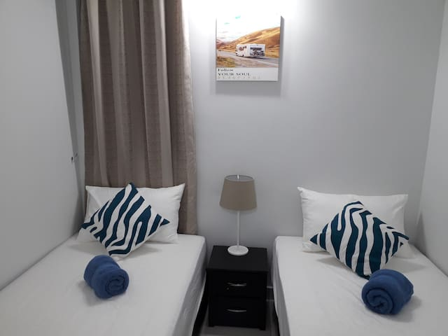 5-8 pax 3BR, Cozy Home @ Sfera with Wifi, Lap pool