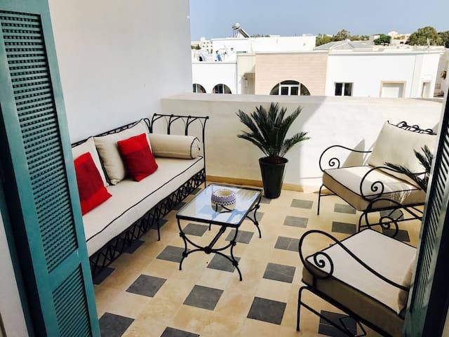 Bel appartement avec charmes, situé à 200m plage.