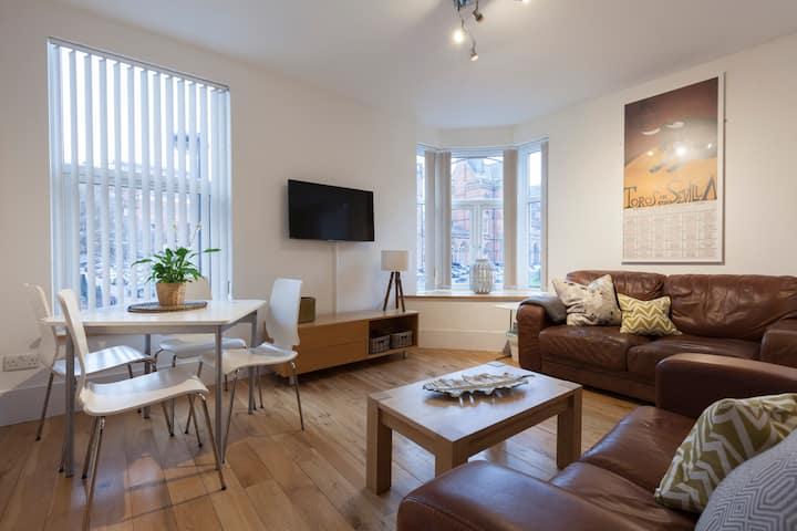 Luxury Apartment- 3min walk from Millennium Square