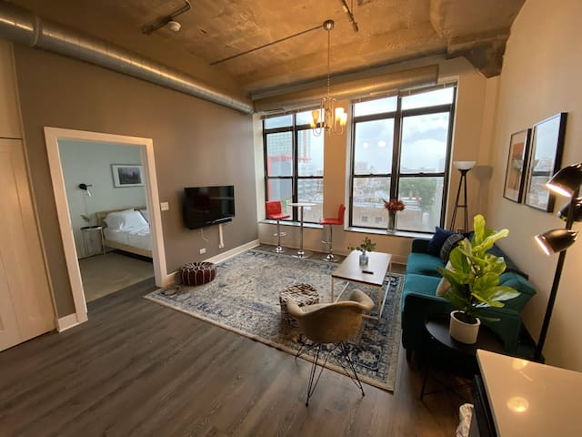 Modern 2br/2ba in Downtown with optional parking