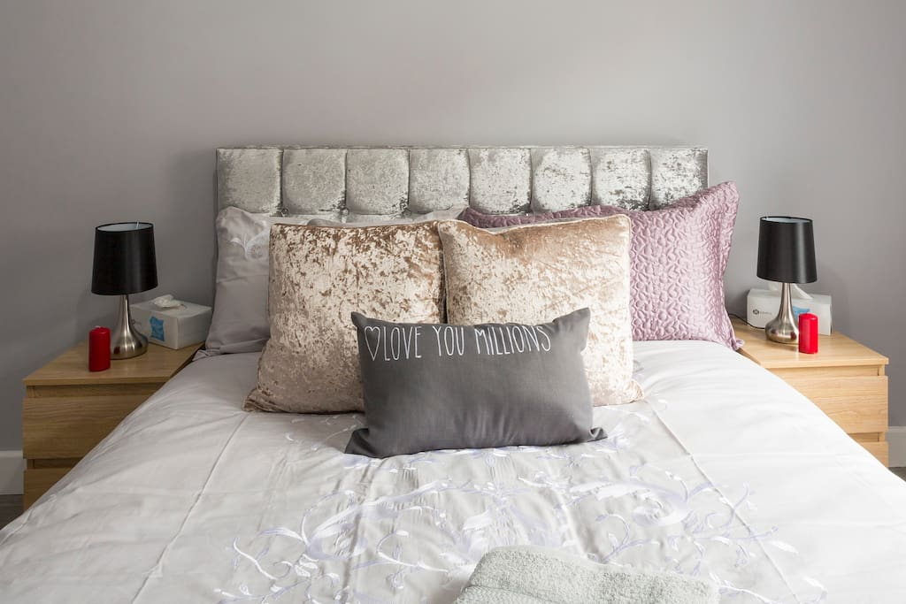 Refurbished Double Bed - Bedroom Fully Furnished - Crushed Velvet Bed