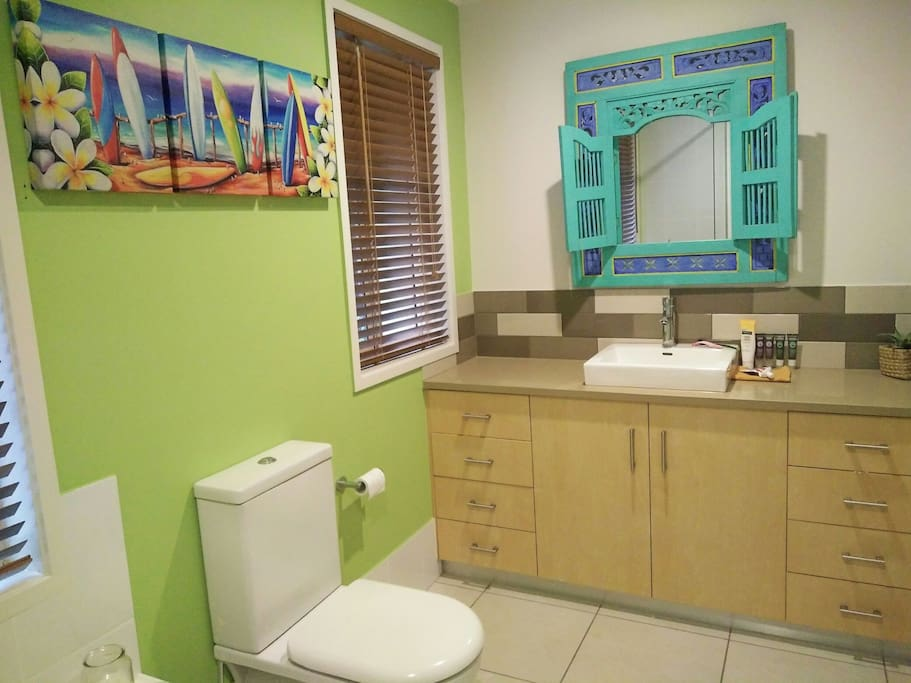 Guests have use of main bathroom
