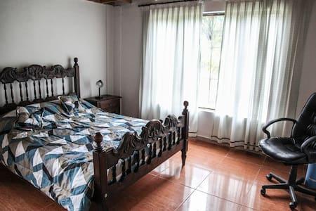 Habitación doble privada - casa de campo en Suesca