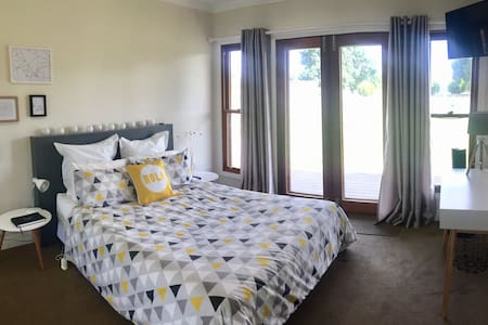 Karibu Guest Room - Effortless Luxury in Benalla - Benalla