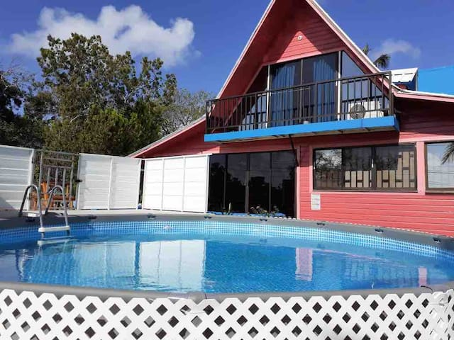 4br Cabin/AC/Grill/Mins from airport and beaches