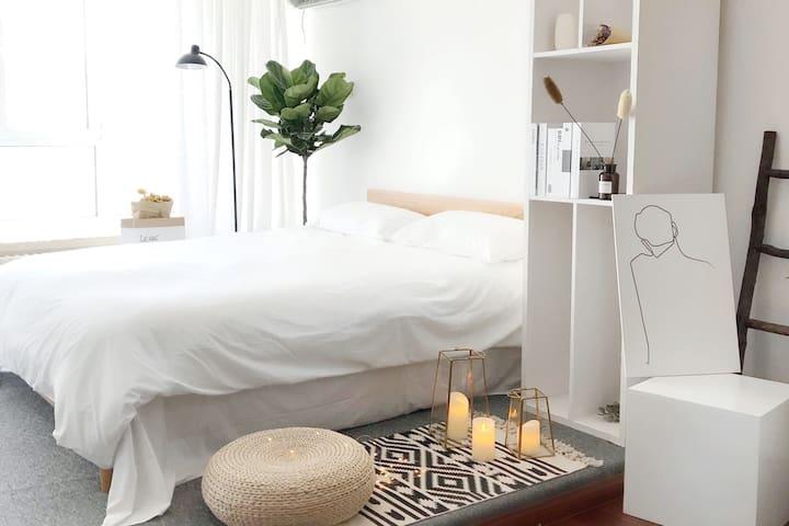 Room③【云七】近五四广场、灯光秀、八大关、万象城温馨阳光设备齐全大床房