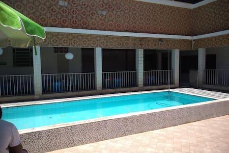 casa com piscina, churrasqueira, ar condicionado