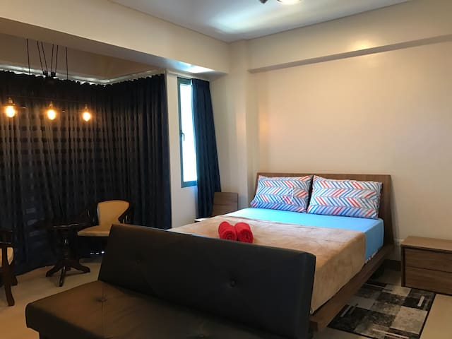 Best Location! Studio w/ Parking and Airport View - Pasay - Condominio