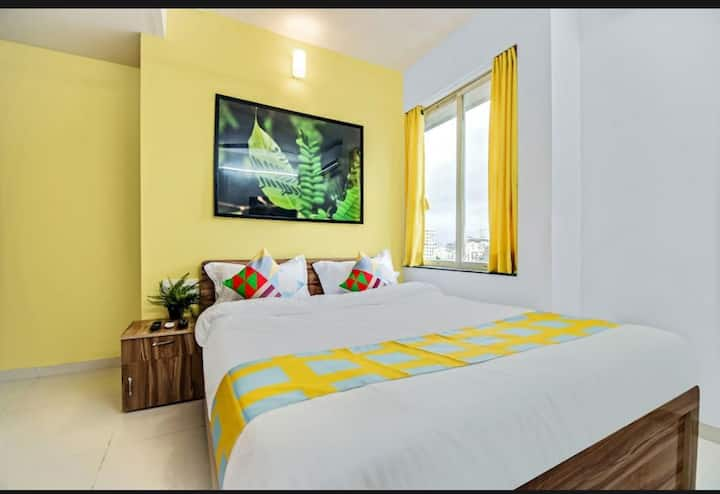 2BHK Entire Apartment in BKC, AC/WiFi/Near Airport