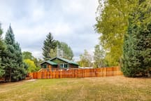 Huge side yard outside of fence, great for a game of Frisbee or football.
